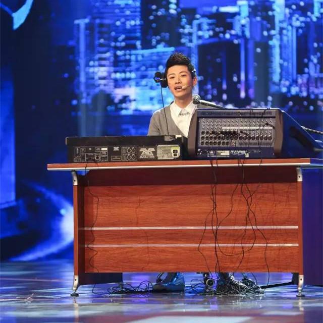 """最暖国学主持王晓龙 曾是撞脸撒贝宁的""""电台男神"""""""
