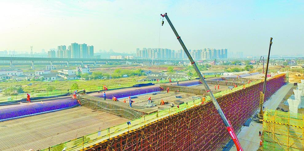 长沙红旗路立交箱梁底板开始混凝土浇筑施工