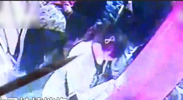 女子公交车上突然晕倒 这一刻司机和乘客的行动很暖心