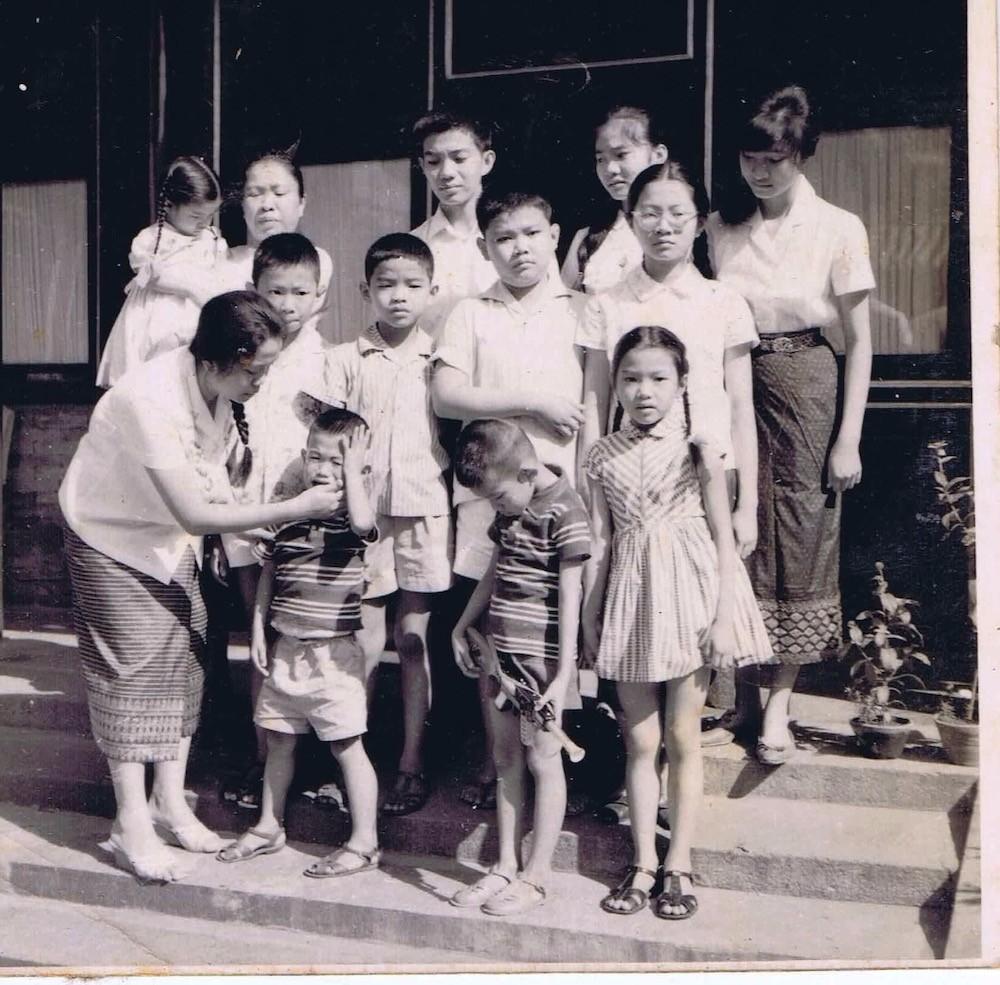 不忘初心同窗情 记习近平会见老挝奔舍那家族友人