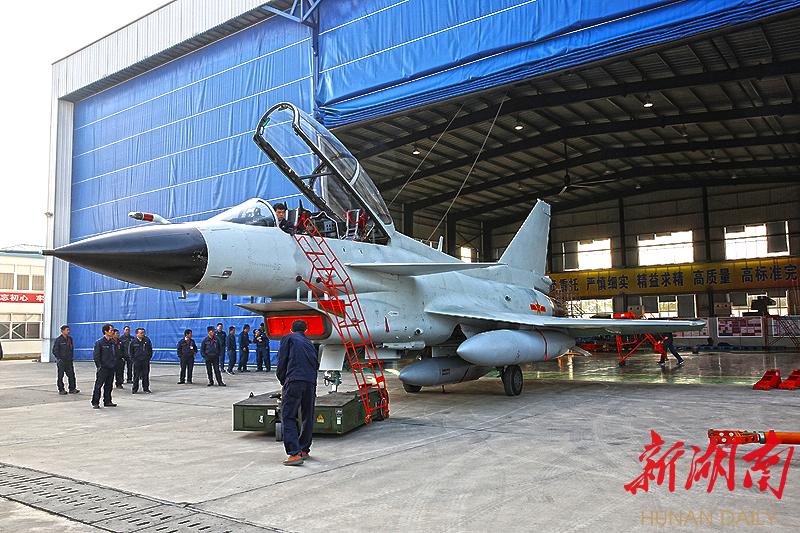 歼-10长沙起飞归建,航空工业长飞成功试修海军三代战机 新湖南www.hunanabc.com