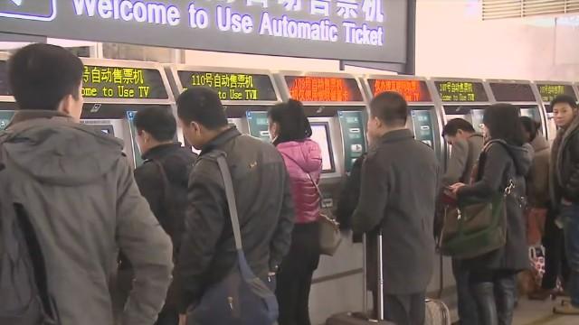今起主要干线火车票预售期恢复至30天