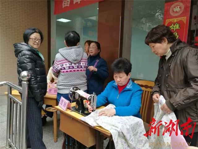"""[长沙] 她是社区的""""大家长"""" 新湖南www.hunanabc.com"""