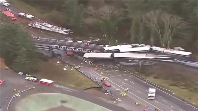 美国华盛顿州一列车出轨造成多人伤亡