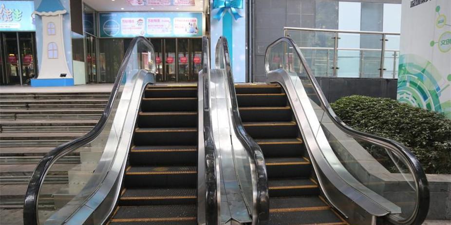 """重庆现""""最迷你电梯"""" 只有八步梯坎无人使用"""