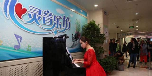 """湖南省肿瘤医院以""""快闪""""音乐方式为医患营造温馨氛围"""