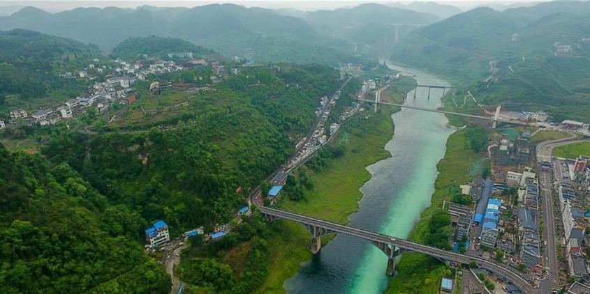 让中华民族母亲河永葆生机活力――推动长江经济带发展座谈会召开两年间