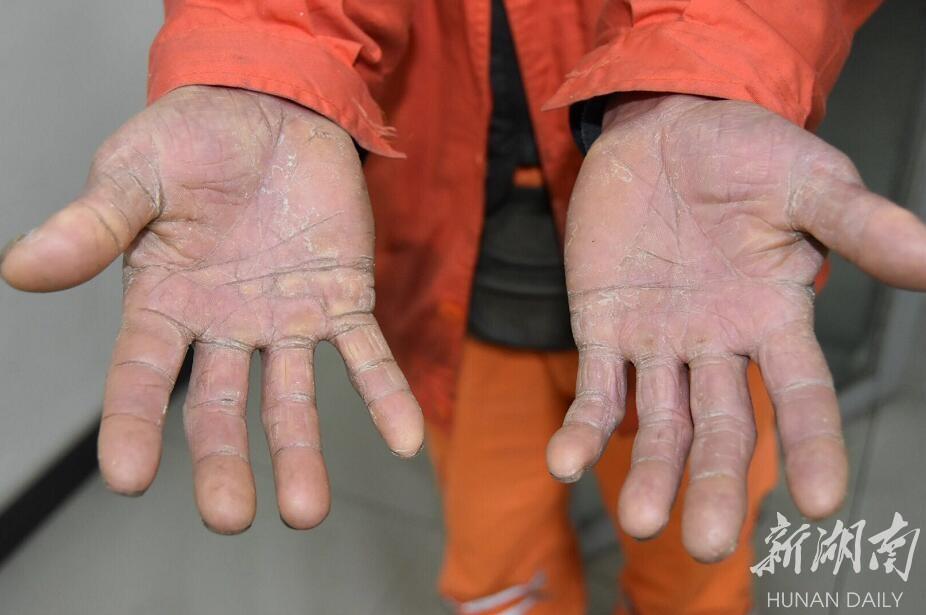 现场直击:最美清洁工的10秒短视频为何感动那么多人? 新湖南www.hunanabc.com