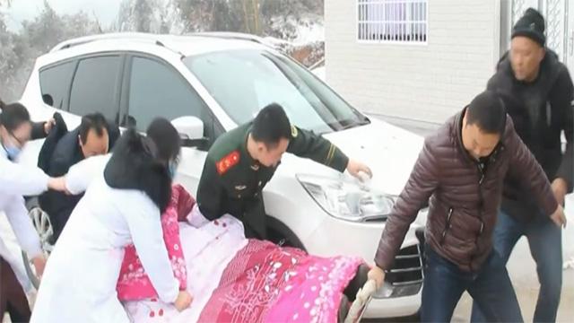 慈利危重产妇因冰雪被困家中 8小时救援打通生命通道