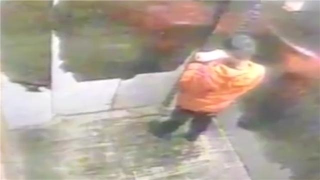 疑因玩雪弄丢手机 9岁男孩被妈妈殴打休克死亡