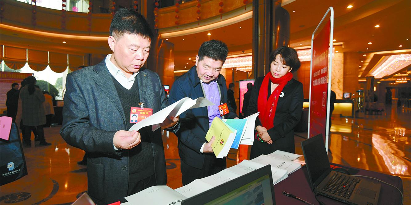 湖南省政协委员陆续抵长报到