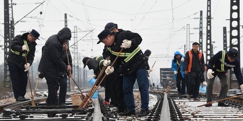 冰雪冷,人情暖 湖南铁路人呵护千里出行路