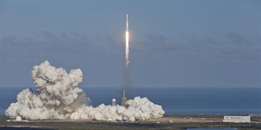 """""""猎鹰重型""""运载火箭带特斯拉跑车飞向火星"""