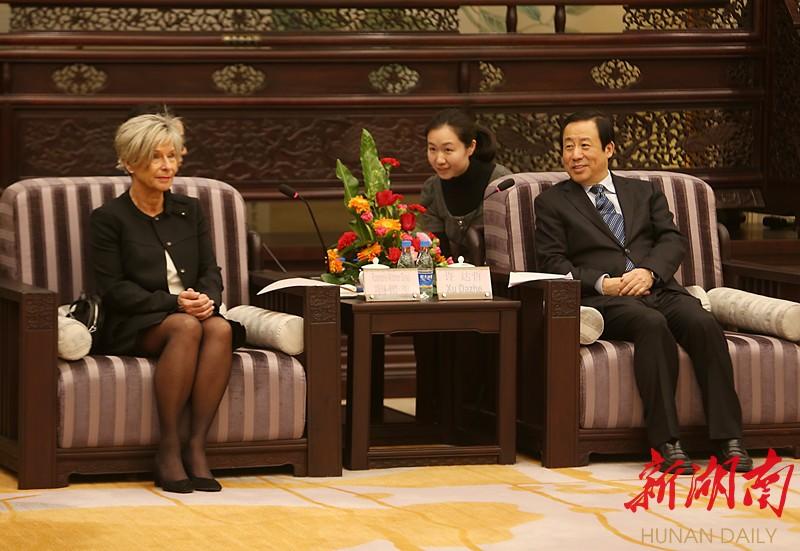 我省与瑞士沙夫豪森州建立友好州省关系 许达哲会见吉赛尔并共同签约 新湖南www.hunanabc.com
