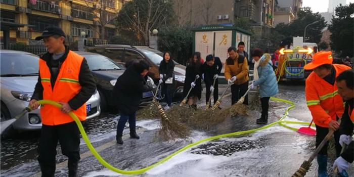 长沙10余万人上街大扫除 扮靓星城迎新春