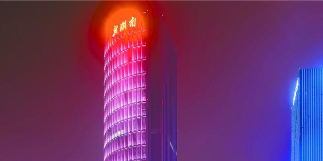 新湖南大厦绚丽亮灯 长沙主干道夜景添新地标