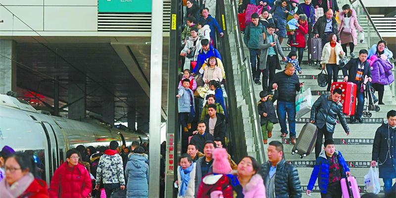 铁路迎来返程高峰 长沙南站大批旅客出行