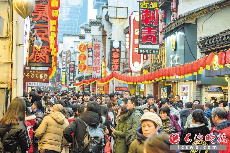 吉祥8彩票平台:湖南消费狗年开门旺_春节黄金周市场零售额增长10.8%
