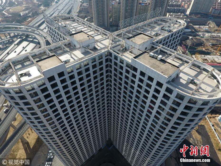 郑州一大楼安装3000多个窗户 几乎没有空余墙面