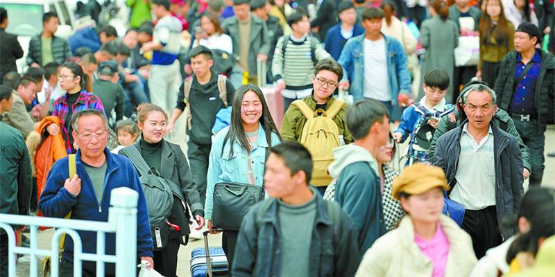 铁路迎来学生客流高峰