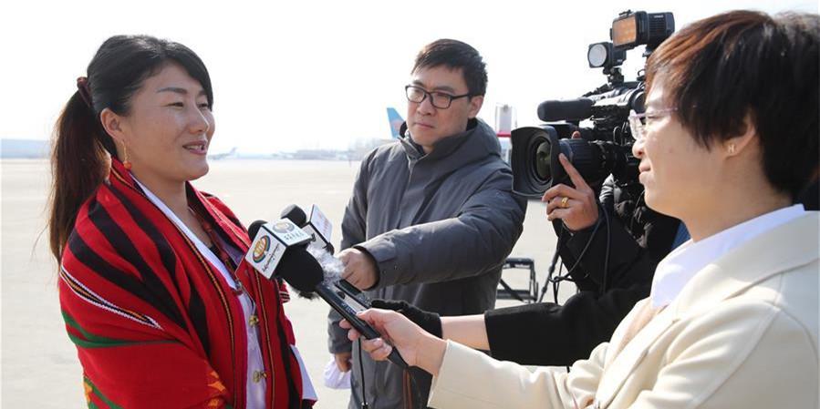 西藏代表团抵京