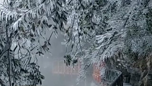 张家界天门山:三月降春雪