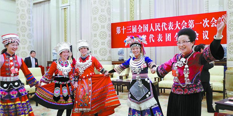 """湖南代表团起舞欢庆""""三八""""国际妇女节"""