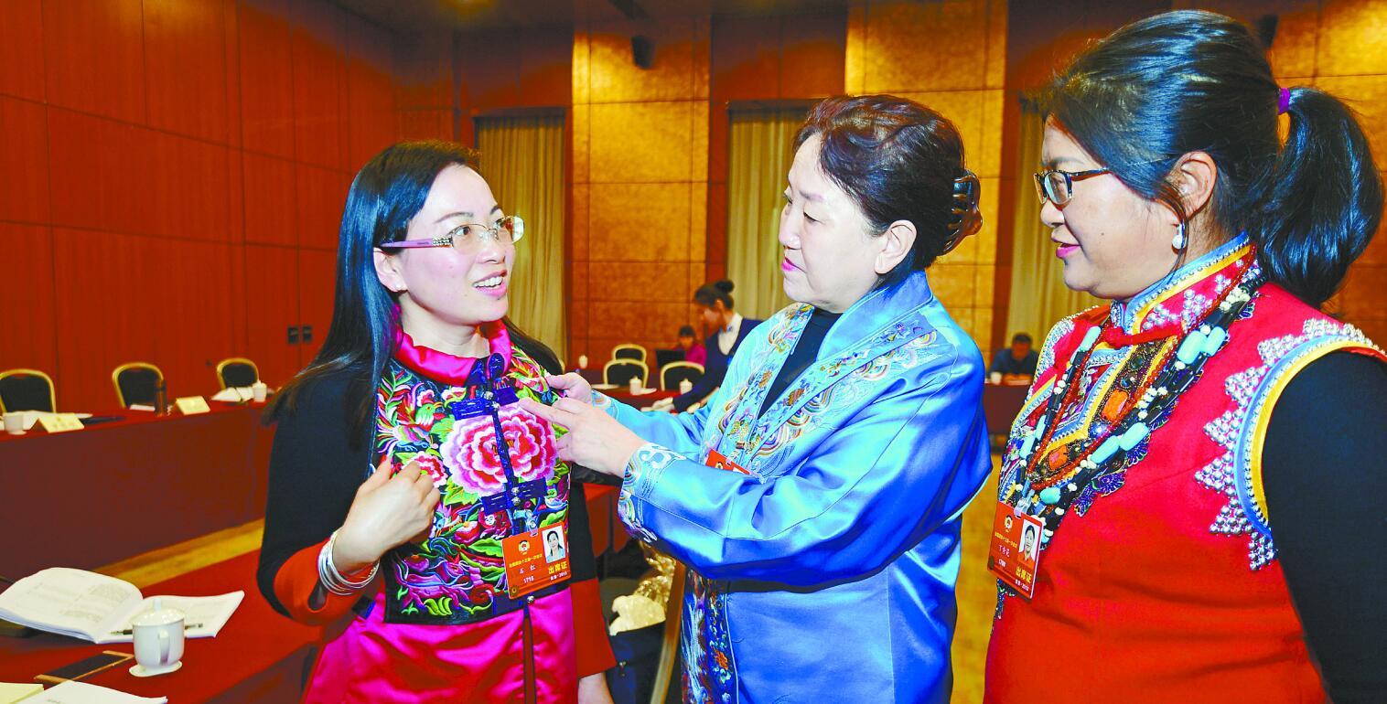 【镜采全国两会】推介宣传民族文化,讲述湖南故事
