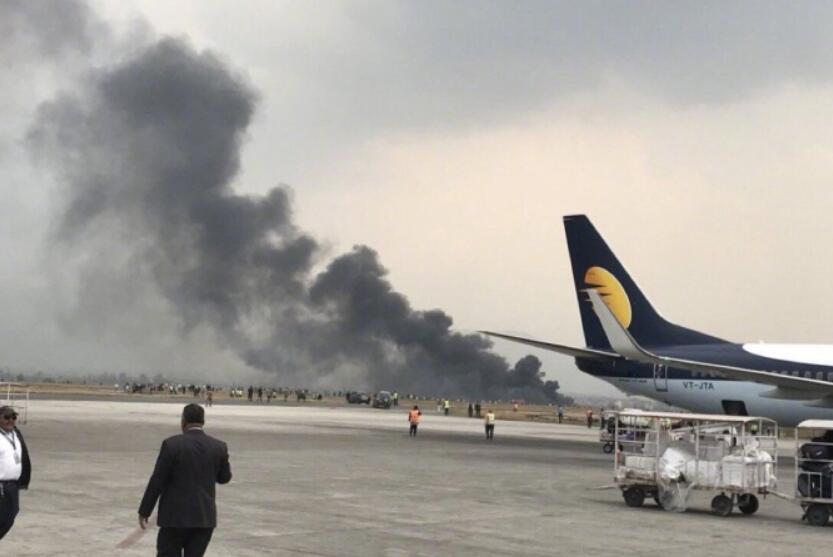 尼泊尔一客机在加德满都机场降落时坠毁 17人已获救