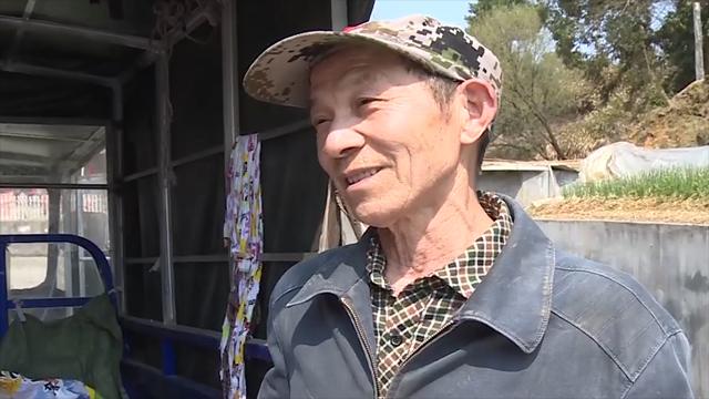 70岁退伍老兵十年无私帮助重病邻居