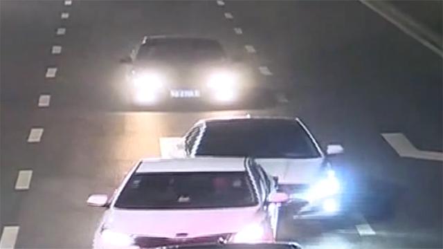 两车追尾不及时撤离 二次事故致受伤