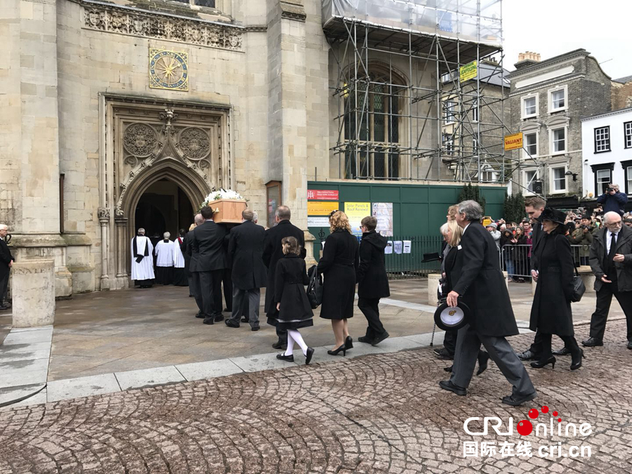 伯乐彩票网:物理学家霍金葬礼在剑桥举行_骨灰将与牛顿毗邻安息