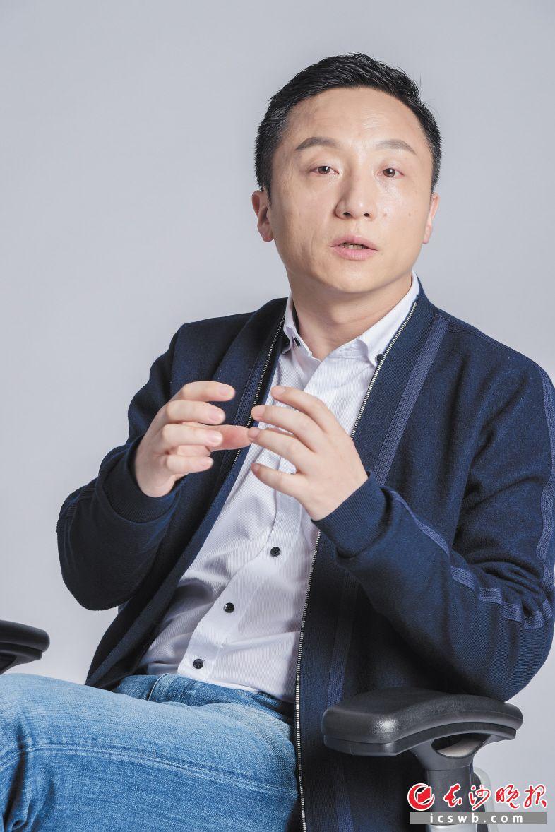 ←黄韬表示,他带领团队研发的智营销服务平台将在今年面世,有望帮更多湖湘企业实现营销创新和管理升级。 受访者供图