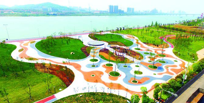 湘江防洪景观道路湘潭市高新段宛如图画