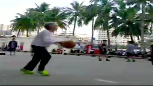 """走红""""篮球奶奶""""竟是海南建省首位篮球教授"""