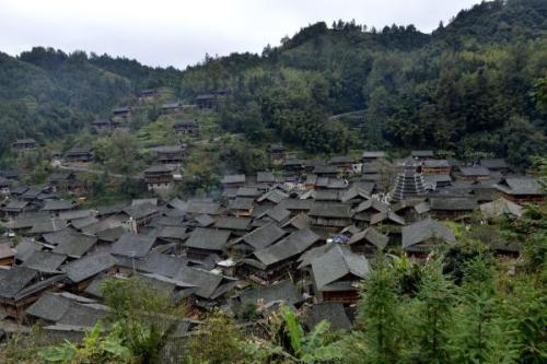 张家界:深入贫困村 集中解难题