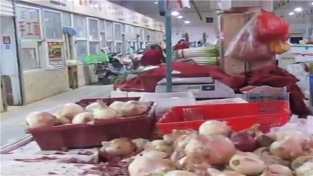 西安女菜贩急病去世 众商户齐心协力帮其卖菜