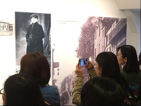 2017年7月1日,来自欧洲10余个国家的近80名汉语教师参观了法国蒙塔日中国旅法勤工俭学主题纪念馆。新华社记者张曼摄