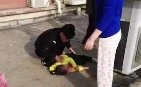 疑模仿动画片 女童撑伞13楼坠下轻伤