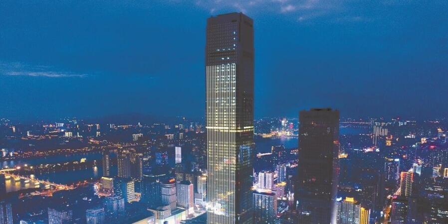 湖南第一高楼开门迎客 最高塔楼高达452米