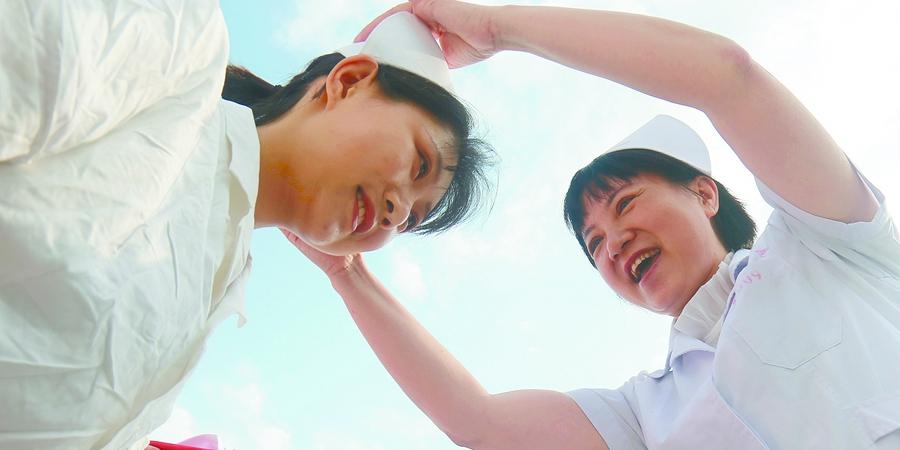 母女共传承 喜迎护士节