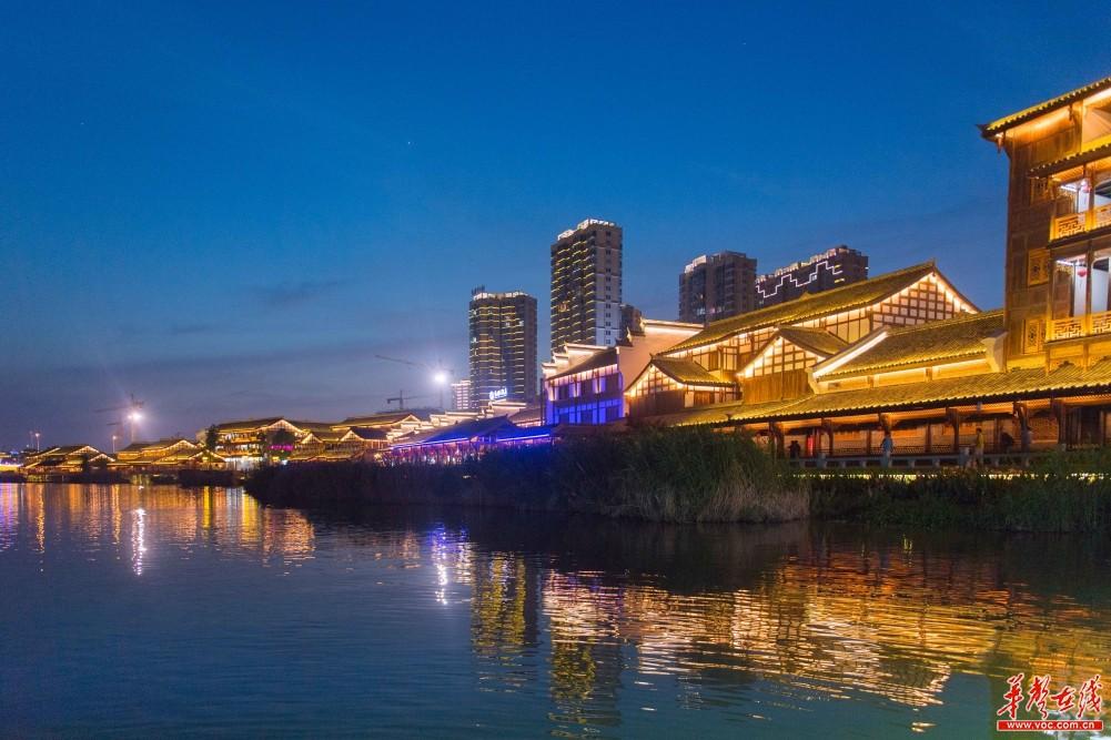 夜游穿紫河