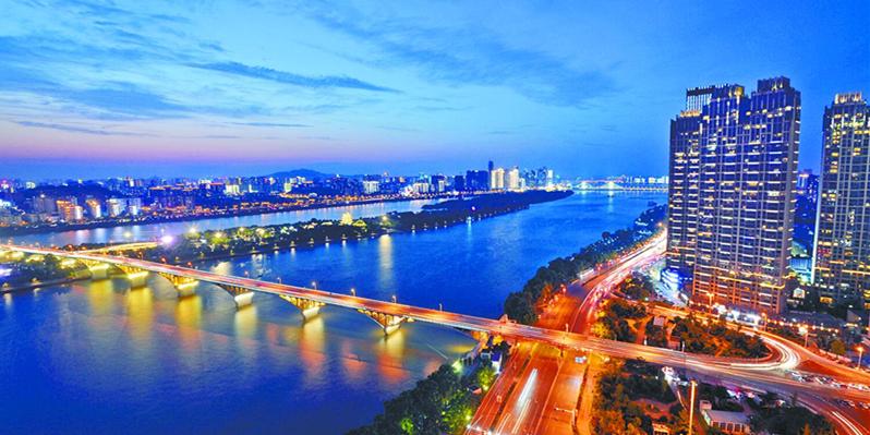 长沙:一江灯火 满城斑斓