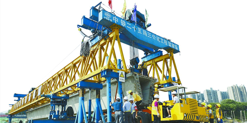 长沙曙光路跨京广铁路桥首梁成功架设