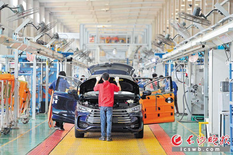 比亚迪新能源整车扩产项目已开工,改造完成后可突破年产30万辆目标。长沙晚报记者 王志伟 摄