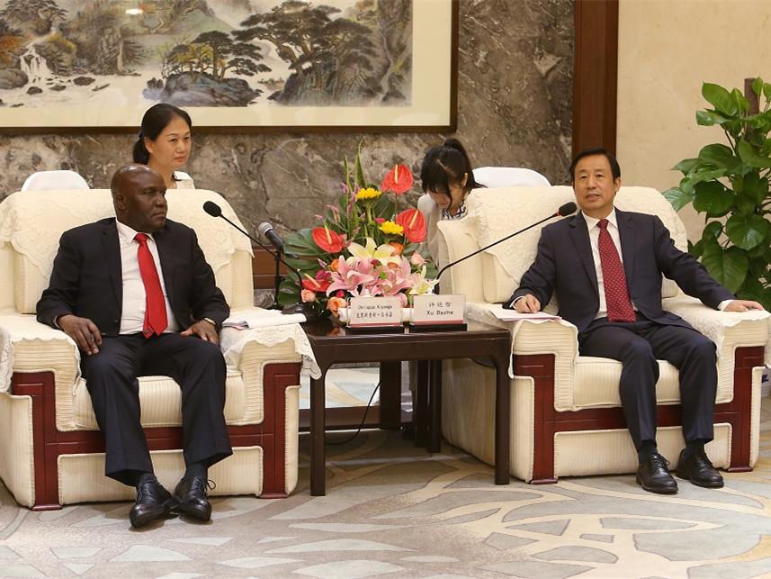 许达哲会见乌干达驻华大使吉永嘉