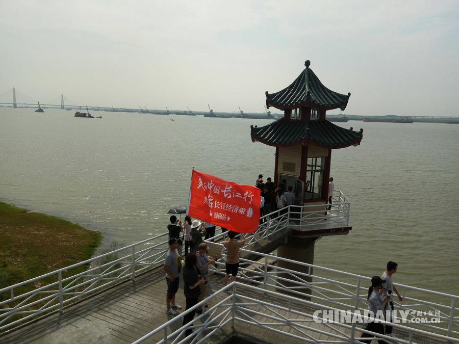 媒体团到访城陵矶(七里山)水文站