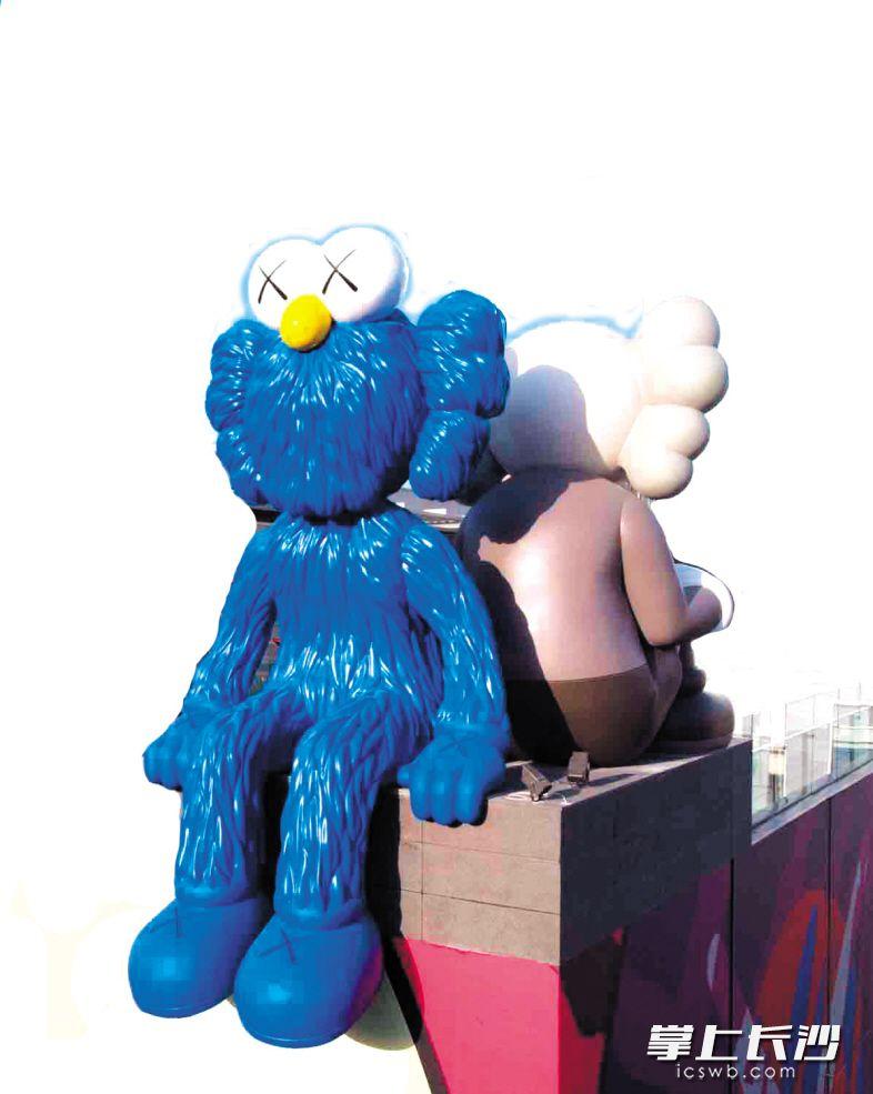 IFS七楼的雕塑――SEEING/WATCHING