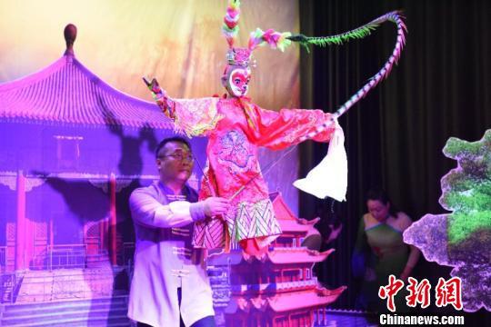全国网媒观看山西孝义皮影木偶表演 非遗传承受关注