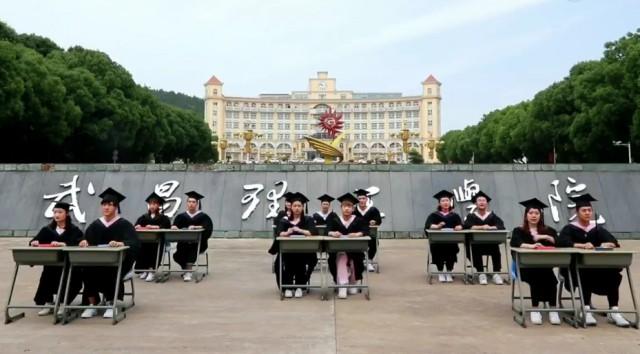 武汉一高校学生改编歌曲《我的天空》 为高考考生加油